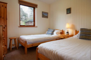 Pine Tree Lodge Twin Bedroom